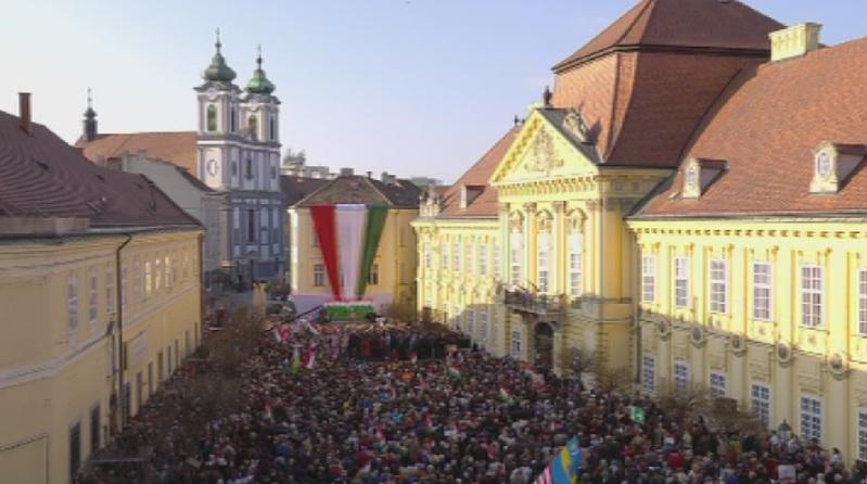 Партията на унгарския премиер Виктор Орбан ФИДЕС проведе последния си