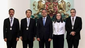 Четирима посланици с орден Стара планина преди да отпътуват от България