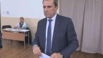 Пламен Орешарски гласува и на референдума