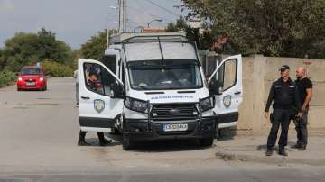Петима души са задържани при спецакцията в Орландовци и Малашевци