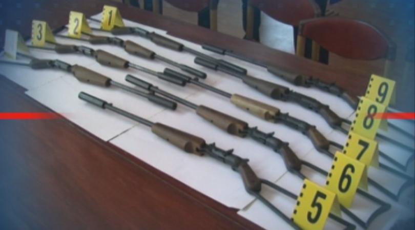 Девет самоделни огнестрелни оръжия и сериозно количество боеприпаси бяха иззети