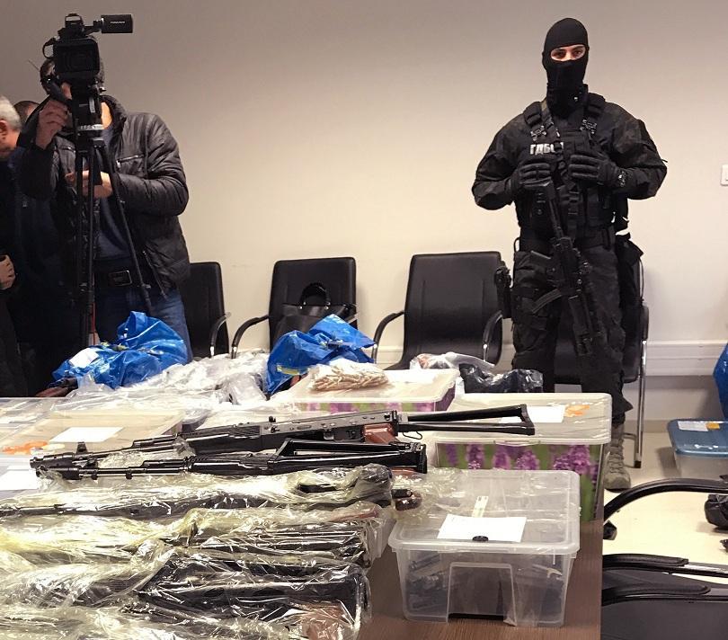 снимка 1 Голямо количество оръжие е заловено при акция в София и село Габарево