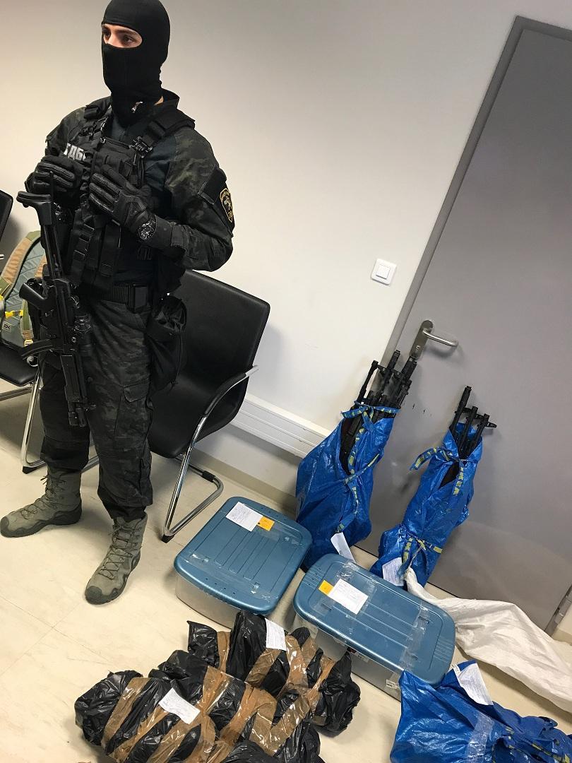 снимка 5 Голямо количество оръжие е заловено при акция в София и село Габарево