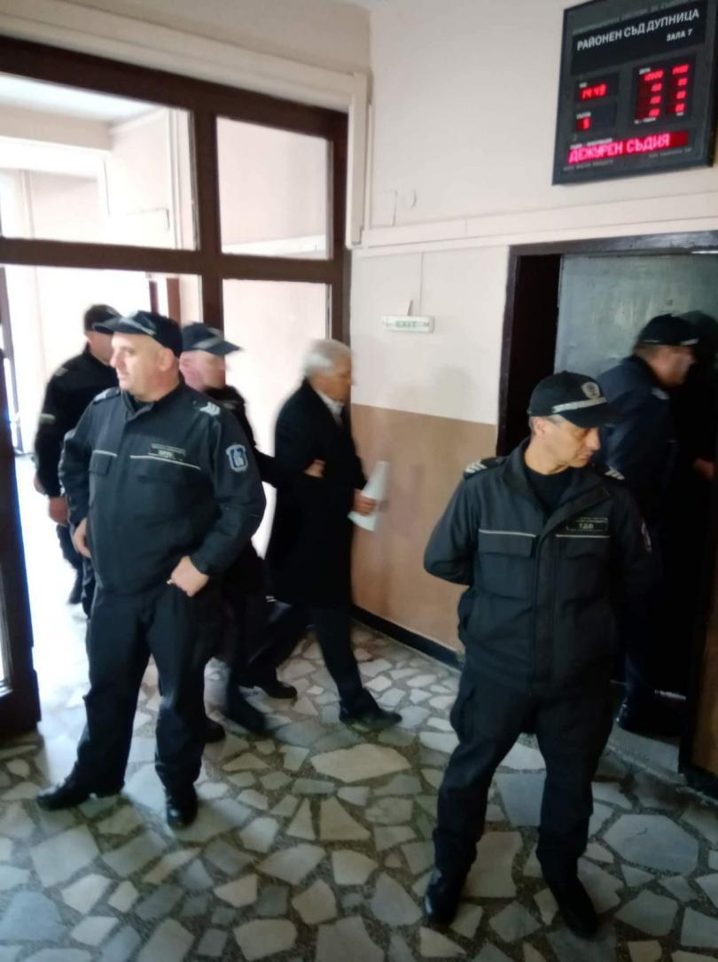 Гледат мярката за задържане под стража на собственика на депото