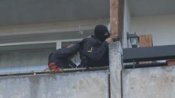 Мъжът, който се беше барикадирал в дома си в София, е в психиатрична клиника