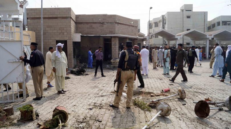 Терористка камикадзе уби шестима души – включително двама полицаи –