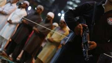 Жертви и ранени след експлозия пред  мюсюлмански храм в Пакистан