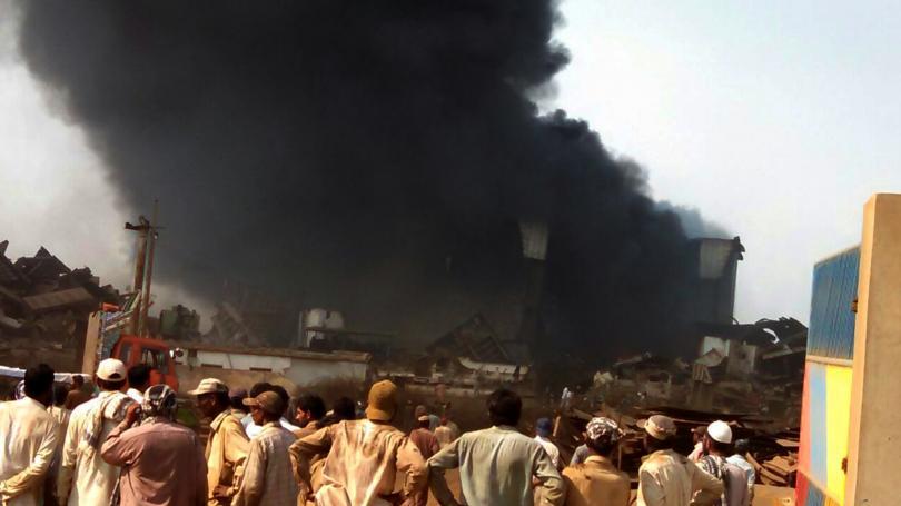 снимка 3 Най-малко 10 души загинаха в пожар на петролен танкер в Пакистан