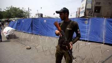 Въоръжени мъже нахлуха в хотел в Пакистан