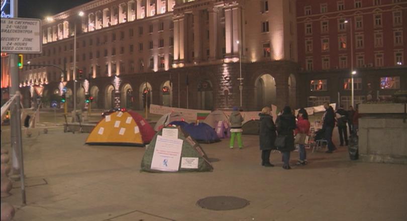 Продължава протестът на медицинските специалисти в София. СофияСнощи те разпънаха