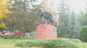След 40 години забрава: възстановяват Войнишкия паметник в Търговище
