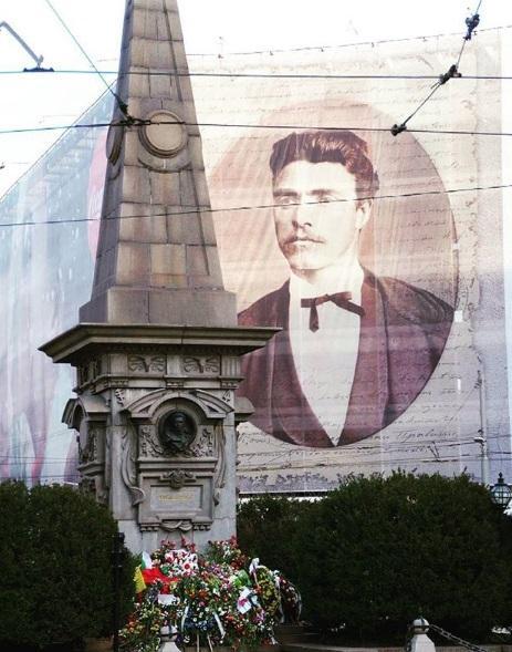 Паметникът на Васил Левски в центъра на град София е