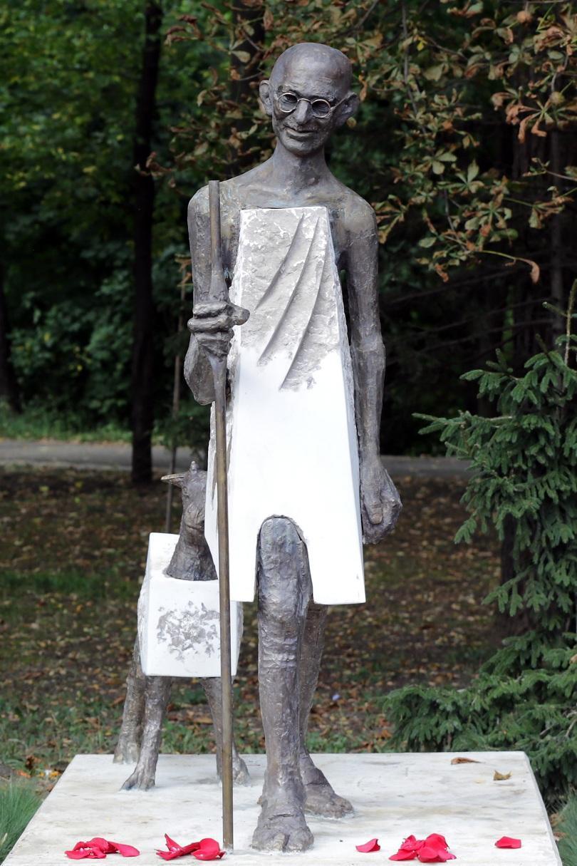снимка 1 Откриха паметник на Махатма Ганди в София