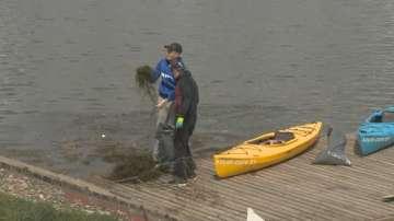Акция за почистването на Панчаревското езеро