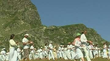 Хиляди танцуваха Паневритмия край Рилските езера