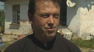 Отец Паоло Кортези от Белене напуска България