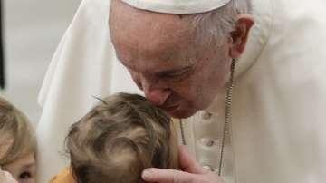 Папата с важен съвет към родителите по време на кръщене в Сикстинската капела
