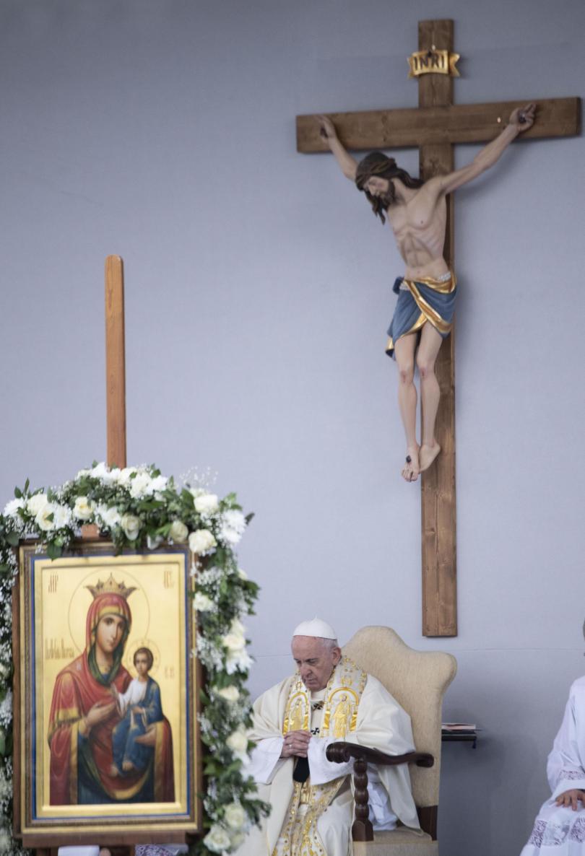 снимка 36 Първият ден от посещението на папа Франциск у нас (СНИМКИ)