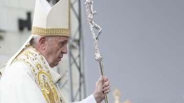 В очакване на светата литургия на папа Франциск в Раковски