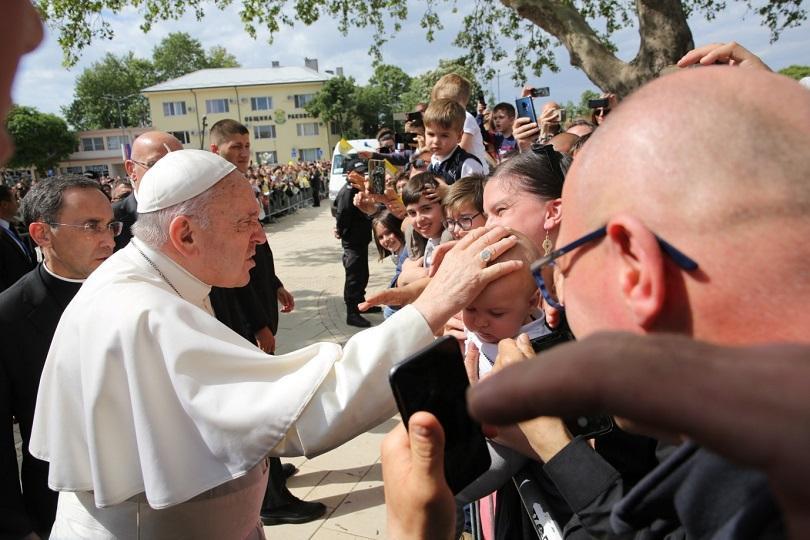 Паметен ден за католическата общност в Раковски след посещението на