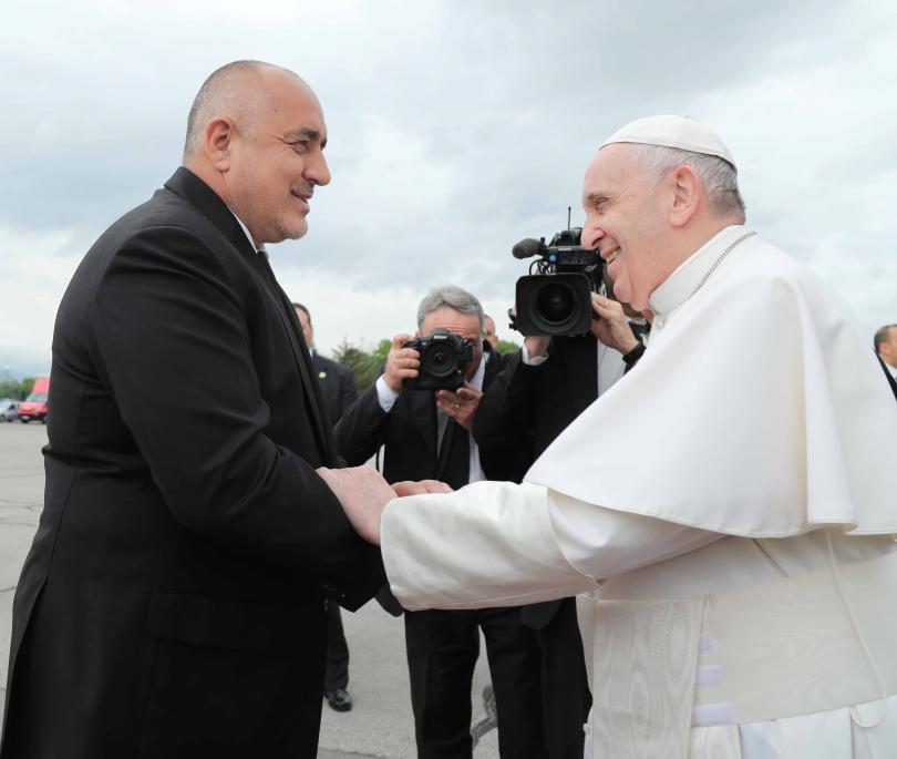 снимка 1 Първият ден от посещението на папа Франциск у нас (СНИМКИ)