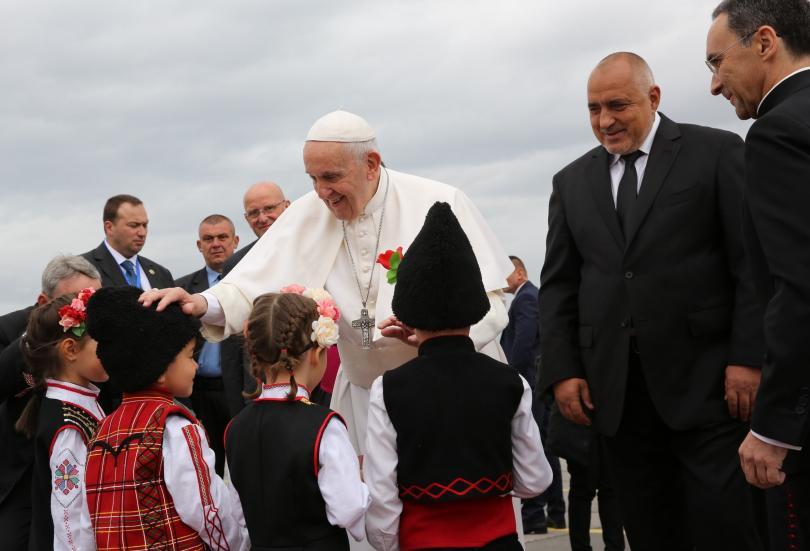снимка 1 Премиерът Борисов посрещна официално папа Франциск