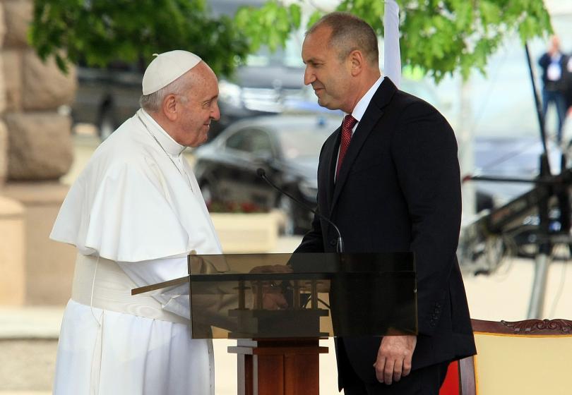 снимка 6 Първият ден от посещението на папа Франциск у нас (СНИМКИ)