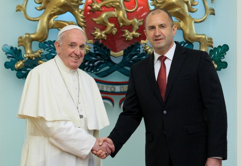 снимка 7 Първият ден от посещението на папа Франциск у нас (СНИМКИ)