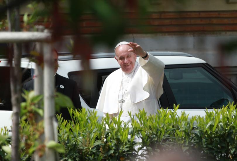 снимка 16 Първият ден от посещението на папа Франциск у нас (СНИМКИ)