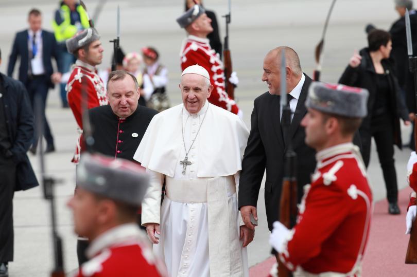 снимка 9 Първият ден от посещението на папа Франциск у нас (СНИМКИ)