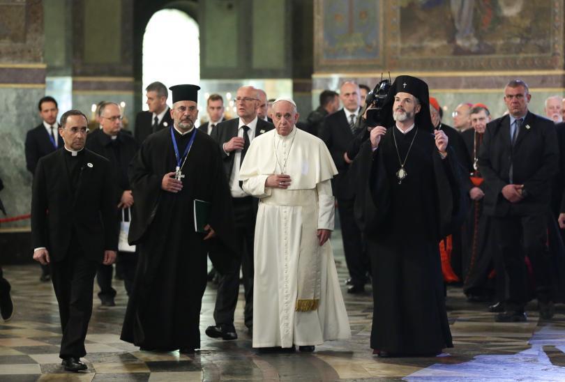 снимка 22 Първият ден от посещението на папа Франциск у нас (СНИМКИ)
