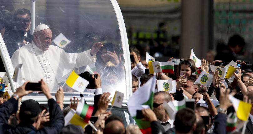 снимка 33 Първият ден от посещението на папа Франциск у нас (СНИМКИ)