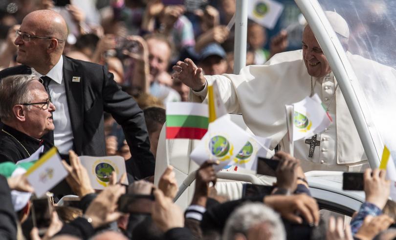 снимка 34 Първият ден от посещението на папа Франциск у нас (СНИМКИ)