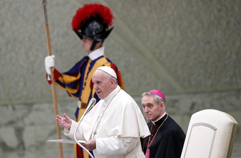 папа франциск отправи критики културата обиди социалните мрежи