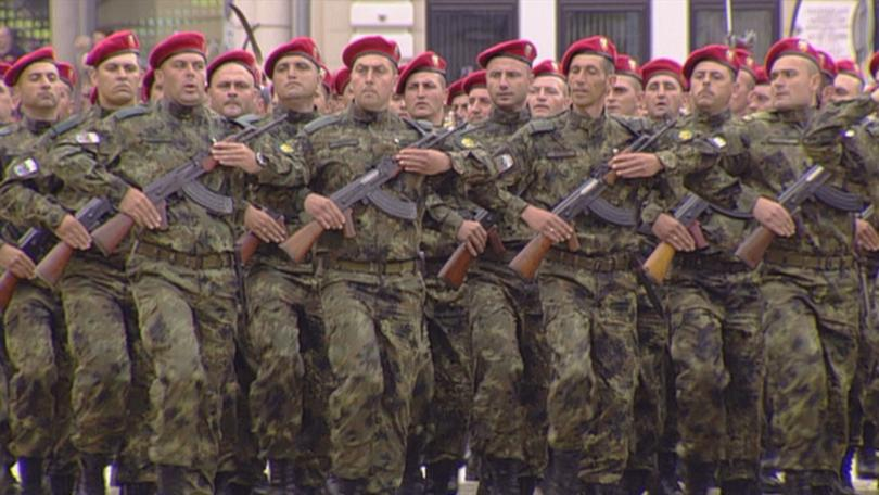 снимка 3 Над 1600 военни участваха във военния парад за Деня на храбростта