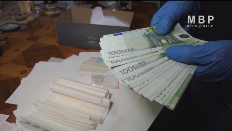Заловиха престъпна група за производство на фалшиви документи и пари.