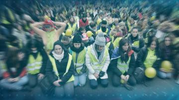 Безредици и сблъсъци с полицията на 12-тия протест на жълтите жилетки