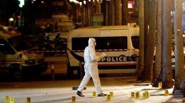 """Френската полиция издирва заподозрян за нападението на """"Шанз-Елизе"""""""