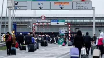 Няма данни за самоличността на нападателя от парижкото летище Орли