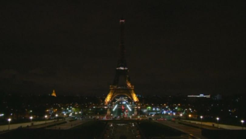 изгасиха светлините айфеловата кула памет жертвите атентата кабул