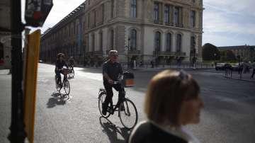 Затвориха улиците на Париж за автомобили и мотоциклети