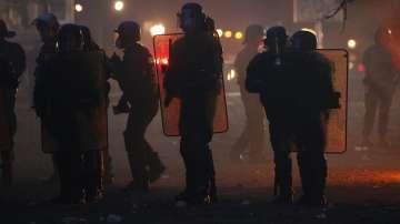 Сълзотворен газ срещу демонстранти в Париж, протестите се разгарят