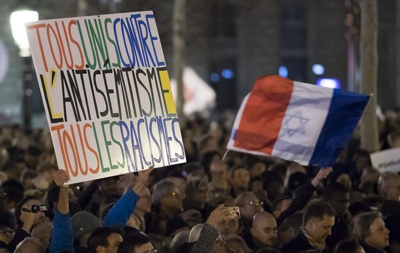 В Париж хиляди хора излязоха на шествие срещу антисемитизма, след