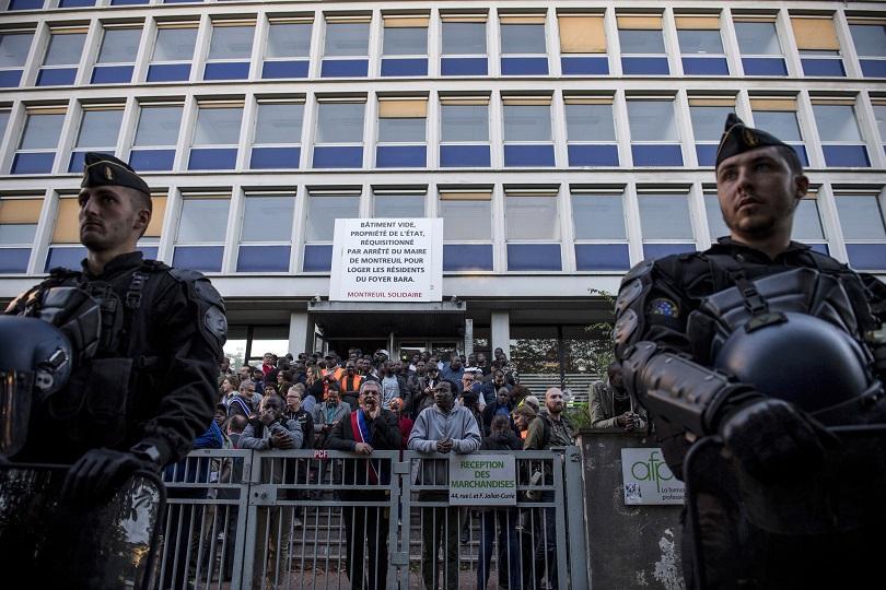 полицията париж осуети акция нелегални мигранти