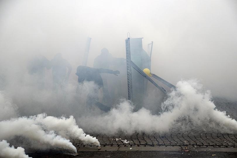 """Броят на задържаните в протеста на """"жълтите жилетки"""" в Париж"""