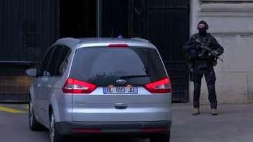 Разпитват Салах Абдеслам - основния заподозрян за атентатите в Париж