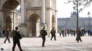 """21 по ред антиправителствен протест на """"жълтите жилетки"""" в Париж"""