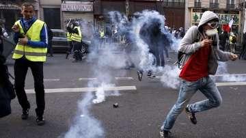 Ограничени протести на жълтите жилетки във Франция