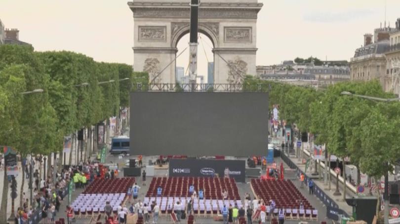 Култовият булевард Шанз-Елизе в Париж за първи път се превърна