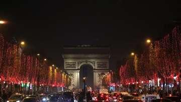 Грейнаха коледните светлини в Париж